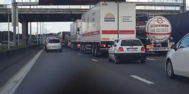 Une collision en chaîne entre 5 camions entraîne des embarras sur le ring de Bruxelles - La Libre