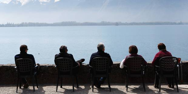 People enjoy the sunshine on the bank of the lake of Geneva in front of the Swiss Alps near the Chateau de Chillon (Chillon Castle) in Veytaux near Montreux, Switzerland, Sunday, April 20, 2014. (AP Photo/Keystone/Salvatore Di Nolfi)