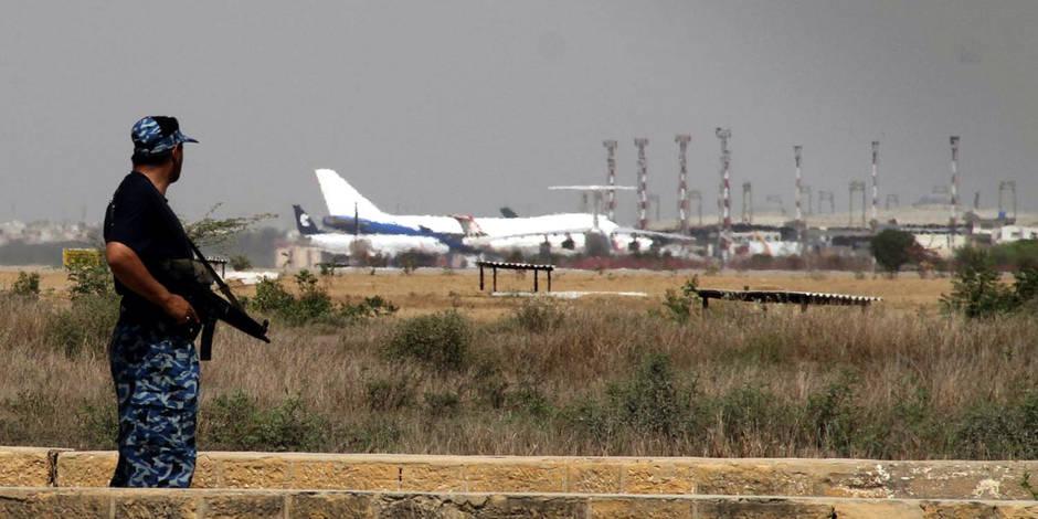 Pakistan : deux énormes explosions secouent l'aéroport de Karachi