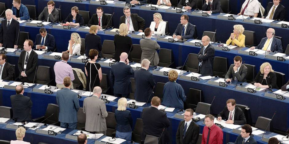 Eurosceptics members of Parliament turn their back to the assembly during the opening ceremony of the European Parliament session on July 1, 2014 in Strasbourg, eastern France. AFP PHOTO / FREDERICK FLORIN