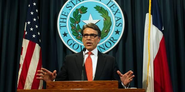 Inculpé, le gouverneur du Texas maintient le bien-fondé de son action - La Libre