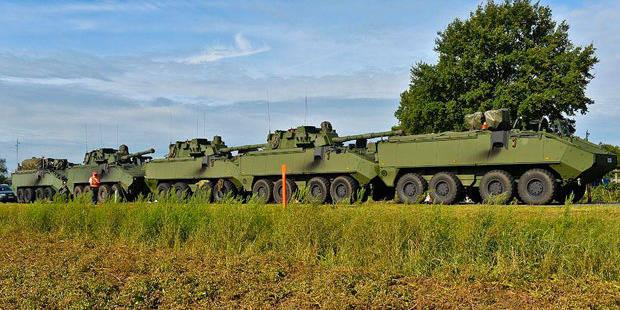 5 chars de l'armée belge entrent en collision... en voulant éviter un tracteur