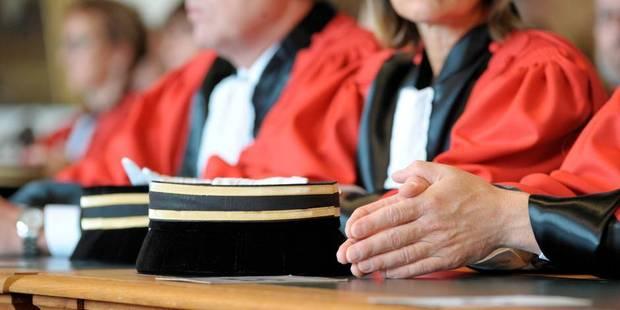 Croquis de justice: un faux naïf et un vrai colérique - La Libre