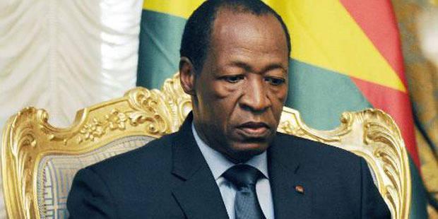 Burkina: le président Compaoré quitte le pouvoir, le chef des armées prend les rênes