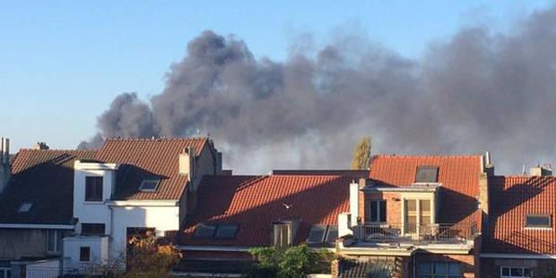 Incendie dans un entrepôt à Anderlecht : les pompiers de Bruxelles ont quitté les lieux - La Libre