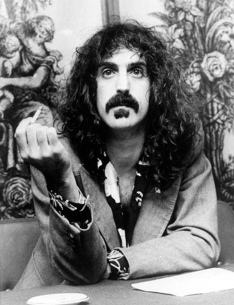 Franck Zappa, un exemple pour Movember. Il est lui-même mort d'un cancer de la prostate.