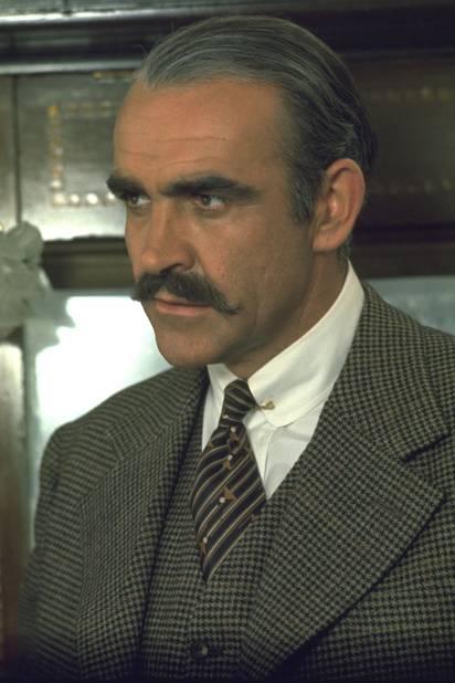 Sean Connery, moustachu notoire. Ici, dans Le Crime de l'Orient-Express (1974)
