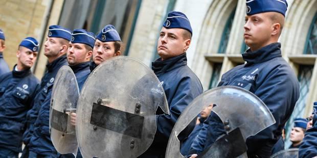 Manifestation nationale: 500 agents de police manifestent contre Yvan Mayeur - La Libre