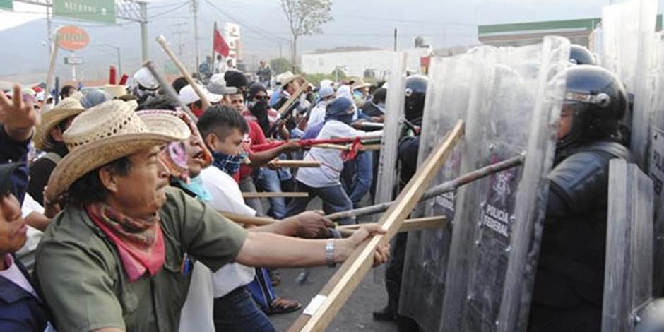Etudiants disparus au Mexique : le siège régional du parti au pouvoir incendié