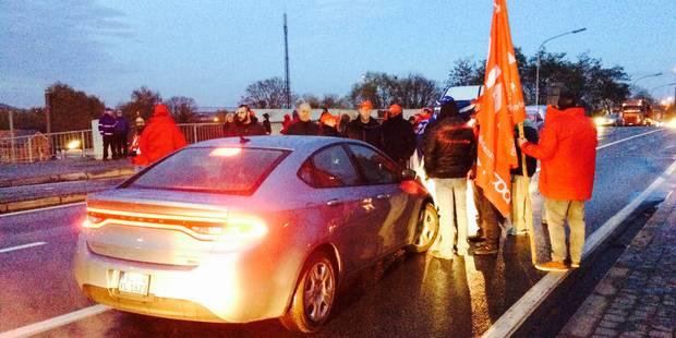 Forte mobilisation des grévistes dans la région de Mons et du Centre - La Libre