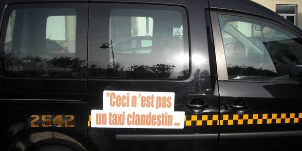 """""""Ceci n'est pas un taxi clandestin"""": Des banderoles sur les taxis bruxellois contre Uber - La Libre"""
