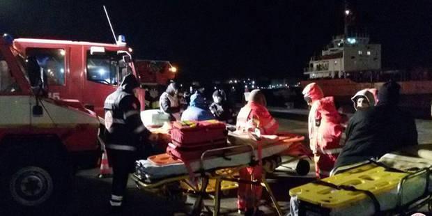 La marine italienne sauve de la catastrophe plus de 900 migrants - La Libre