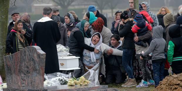 France: inhumation du bébé rom devenu un symbole des discriminations - La Libre