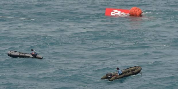 AirAsia : Une partie de l'épave de l'avion remontée à la surface - La Libre