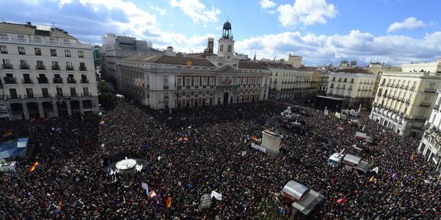 Les Espagnols marchent pour le changement - La Libre