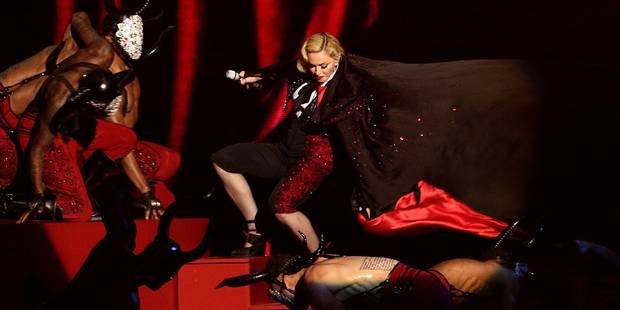 La spectaculaire chute de Madonna aux Brit Awards (vidéo) - La Libre
