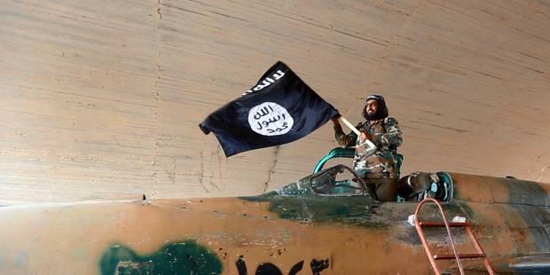 """""""Le groupe Etat islamique hache menu ses recrues"""" : le tract américain lâché au-dessus de Raqqa - La Libre"""