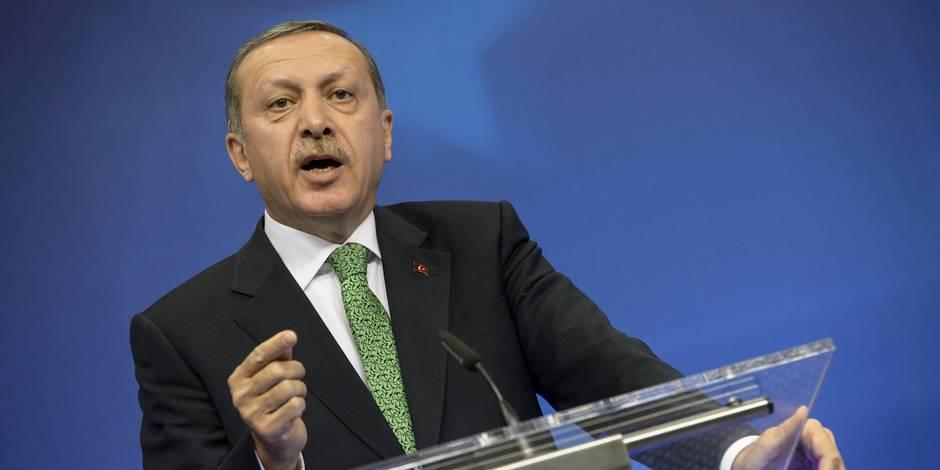 """Génocide arménien: Erdogan dénonce les propos du pape, évoque des """"délires"""""""