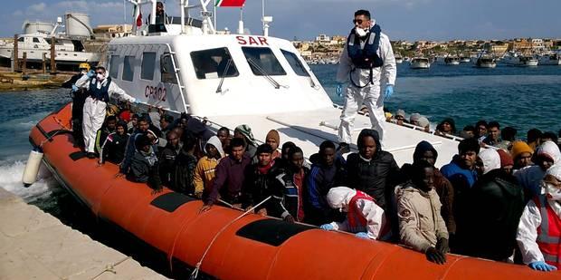 Naufrage d'une embarcation transportant 700 migrants en Méditerranée - La Libre