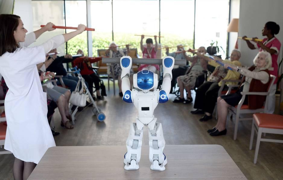 Le robot zora coach pour seniors dans une maison de for Aide soignante dans une maison de retraite