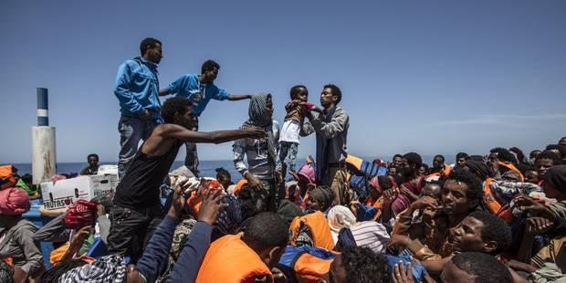 Plus de 1.000 migrants ont débarqué dans deux ports italiens au petit matin - La Libre