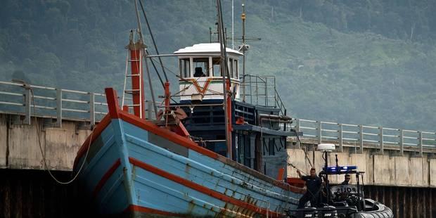 La marine indonésienne remorque un bateau de migrants hors de ses eaux territoriales - La Libre