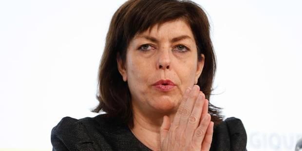 """""""Communication désastreuse"""", """"voyage en absurdie"""", Milquet sous le feu des critiques au Parlement - La Libre"""