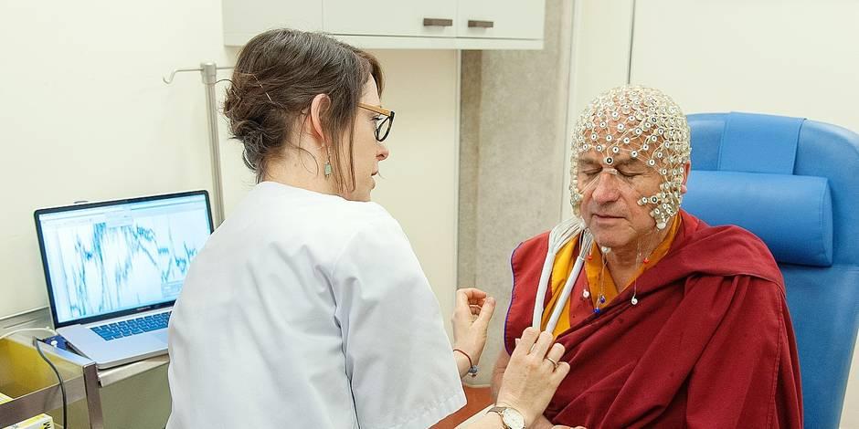 Méditation: Le cerveau du moine bouddhiste Matthieu Ricard est différent du nôtre - La Libre