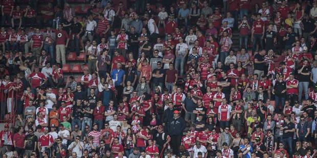 La police doit intervenir pour calmer les supporters de Charleroi (VIDEO) - La Libre