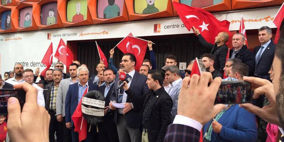 Exclusion Özdemir: manifestation devant le siège du CDH (Photos + Vidéo)