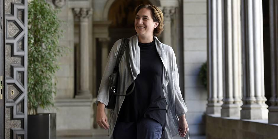 """L'""""Indignée"""" Ada Colau sera investie maire de Barcelone avec une majorité absolue"""