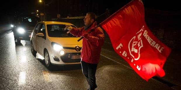 Des militants de la FGTB vont loger dans un container devant le Parlement européen - La Libre