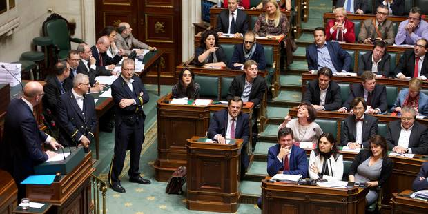 Le débat s'engage sans délai sur la réforme des pensions, l'opposition crie au scandale - La Libre