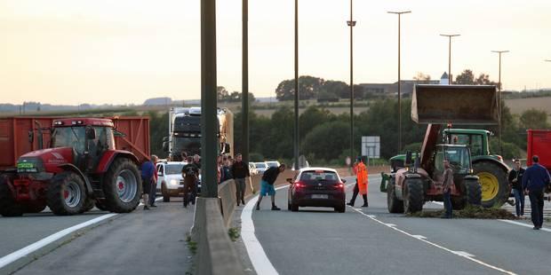 Agriculteurs en colères: une centaine de tracteurs à Ollignies - La Libre