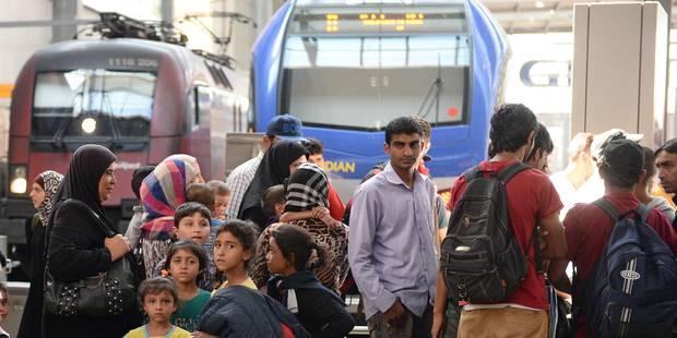 Un train hongrois avec 300 à 400 migrants bloqué à la frontière autrichienne pour contrôle - La Libre