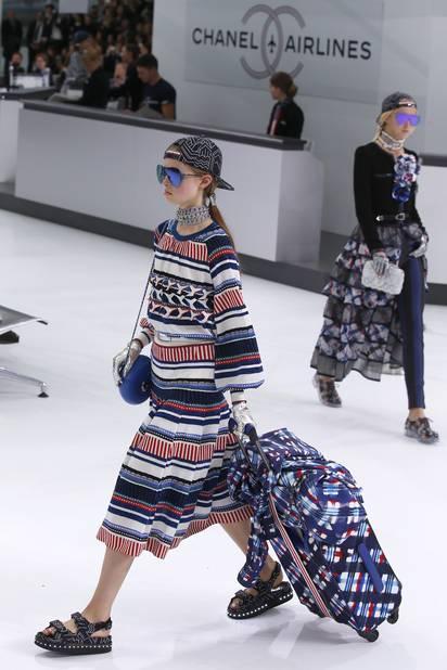 c2928578fe7 Embarquement immédiat pour le vol Chanel printemps été 2016 - La Libre