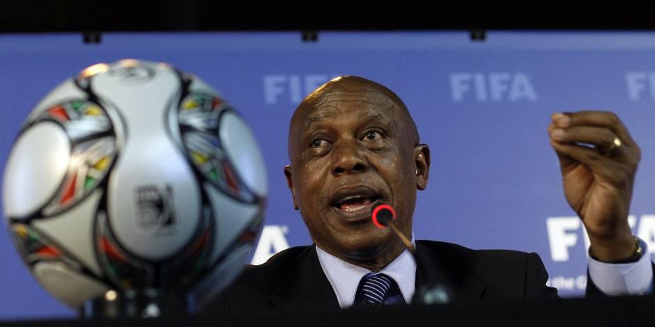 Ancien compagnon de cellule de Nelson Mandela, il postule à la présidence de la FIFA