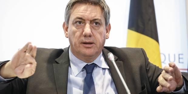 """Jan Jambon exhorte les demandeurs d'asile à porter un """"badge d'identification"""" - La Libre"""