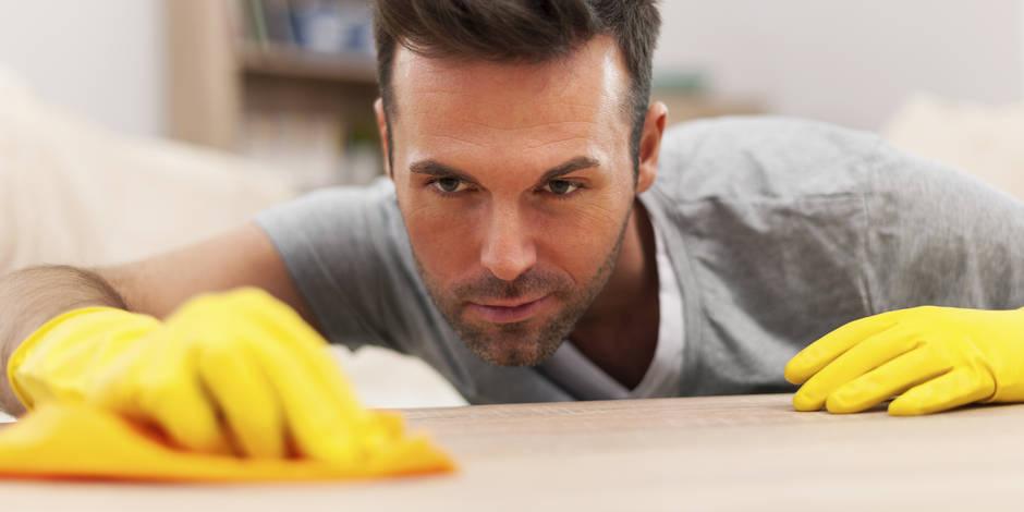 Les hommes consacrent en moyenne 1h45 aux tâches ménagères.