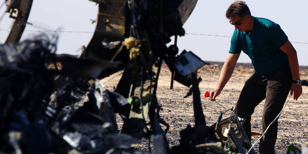 (151101) -- ARISH CITY, Nov. 1, 2015 () -- Russian Transport Minister Maxim Sokolov lays a flower at the crash site of a Russian passenger airplane which crashed at the Hassana area in Arish city, north Egypt, on Nov. 1, 2015. Egyptian and international investigators on Sunday have begun probing the reasons of the Russian plane that crashed in Egypt's Sinai peninsula on Saturday which killed all 224 on board. (Xinhua/Ahmed Gomaa) Reporters / Photoshot