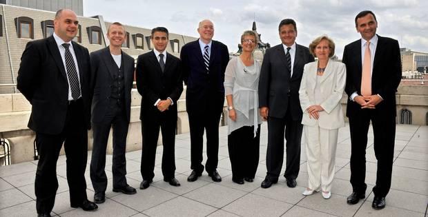 Huit ex-ministres bruxellois conservent des collaborateurs payés par la Région - La Libre