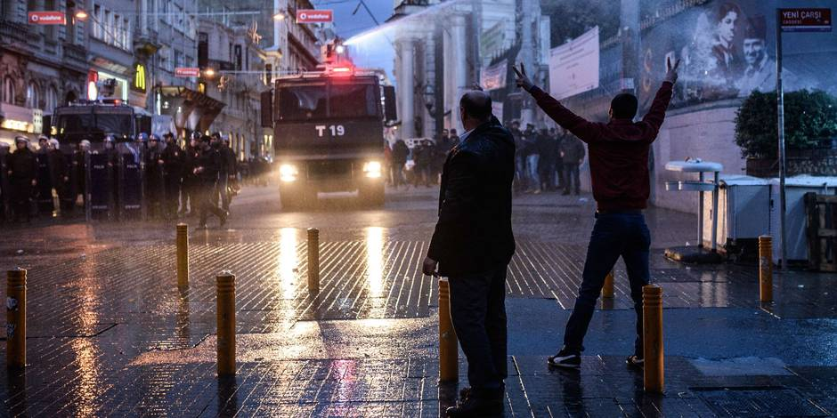 A Istanbul, la police disperse des manifestants qui dénonçaient la mort d'un avocat