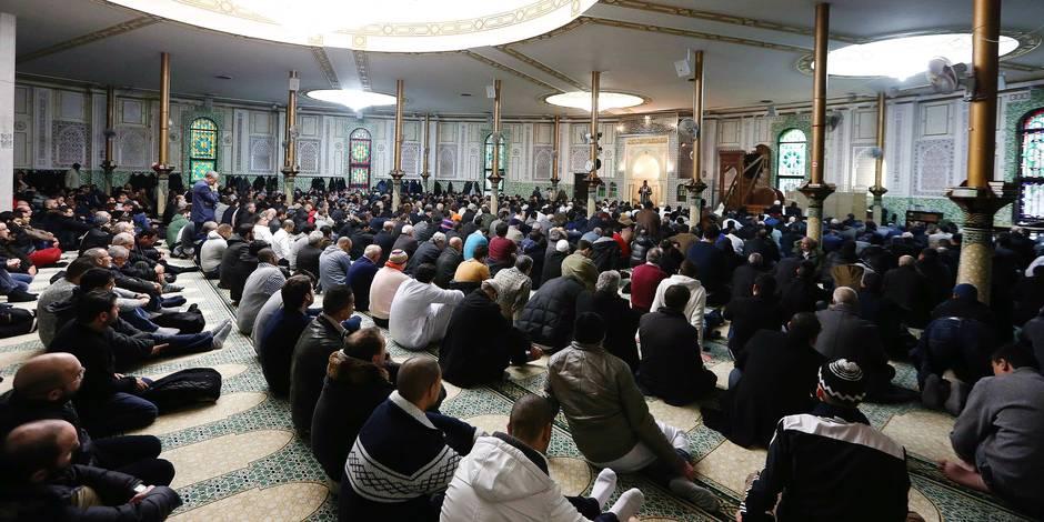 En leur prêche, les imams de la mosquée du Cinquantenaire ont sévèrement condamné les actes terroristes de Paris.