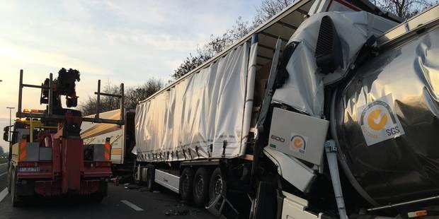 L'E19 fermée après un accident avec 4 poids lourds à Pommeroeul - La Libre