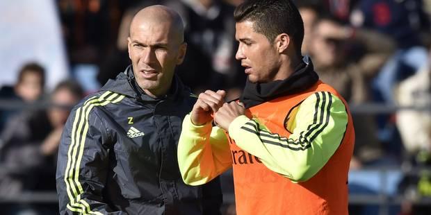 Zidane ovationné pour son premier entraînement avec le Real (VIDEO) - La Libre