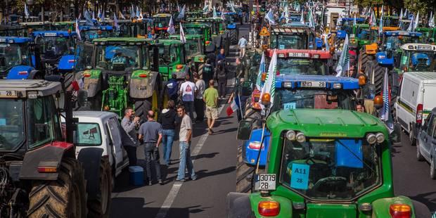 Des agriculteurs massés à la frontière franco-belge ce mercredi matin - La Libre