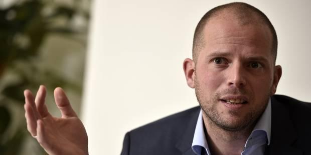 Theo Francken dément avoir conseillé au ministre grec de repousser les migrants en mer - La Libre