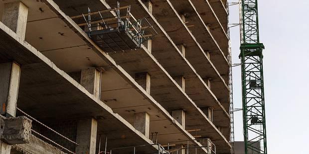 Bruxelles - Evere: Un ouvrier fait une chute du cinquieme etage d'un batiment en construction à proximité du carrefour d'Evere, Avenue des Loisirs