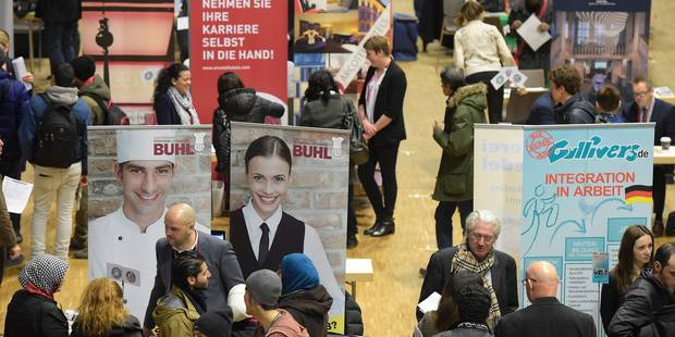 """""""Ils peuvent commencer dans 3 mois!"""": à Berlin, contacts prometteurs entre réfugiés et employeurs - La Libre"""
