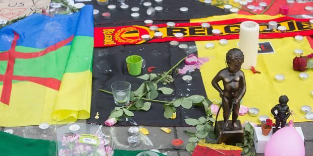 Attentats de Bruxelles: des drapeaux incendiés sur les lieux de commémoration à la Bourse - La Libre